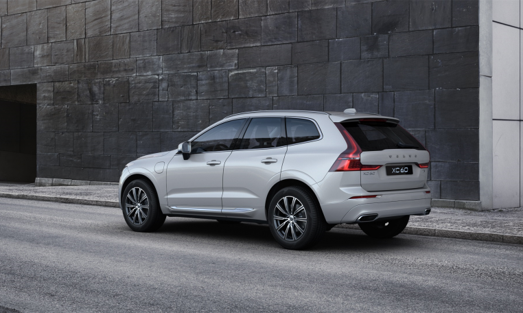 XC60 T8 Crystal White - rear