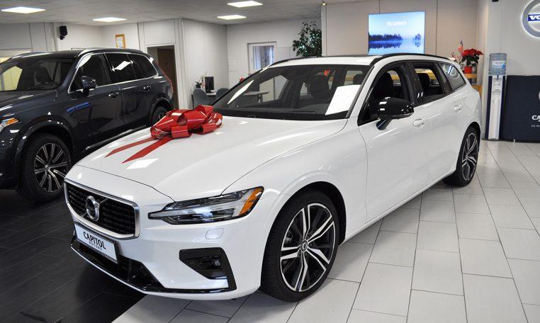 2019 Volvo V60 T5 R Design 1804471 Capitol Motors