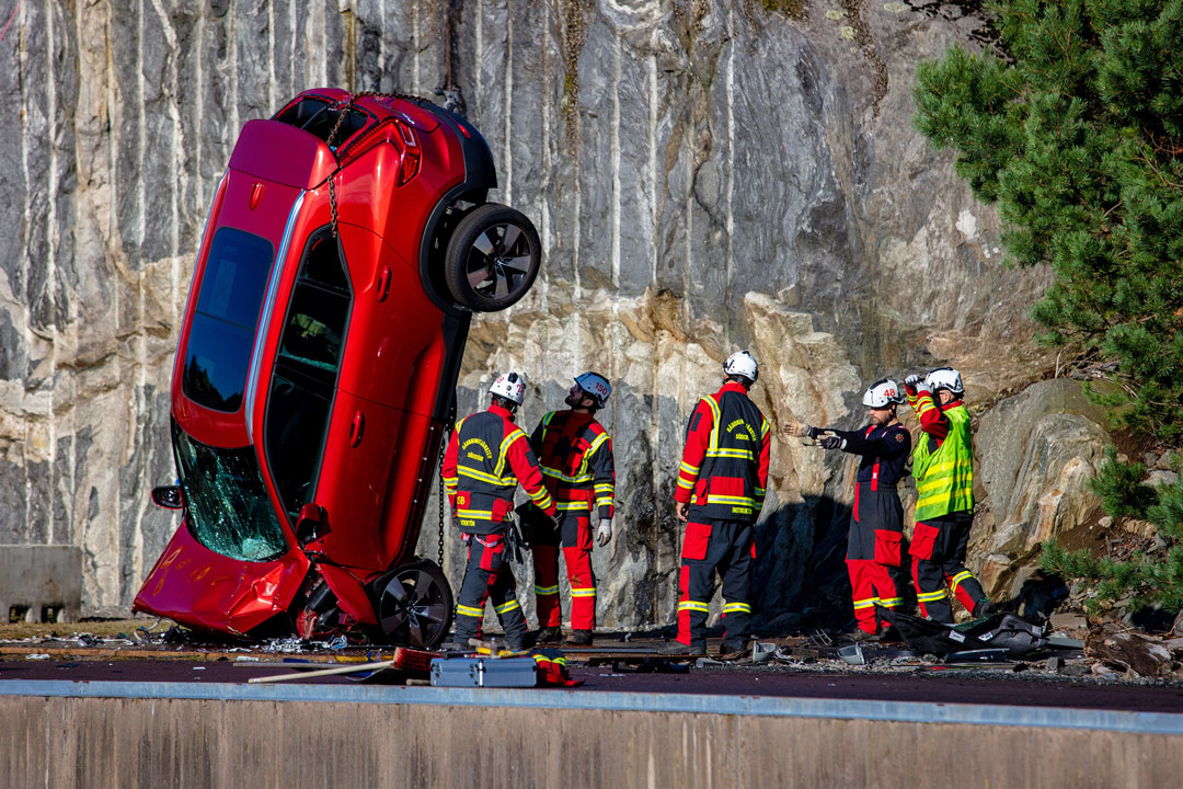 Volvo Cars drops to save lives